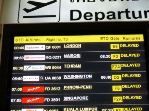 """""""Esta es la imagen de un monitor que muestra las salidas de vuelos en un aeropuerto"""""""