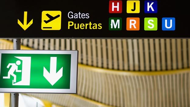 exit-salida-emergencia-aeropuerto-madrid-airport