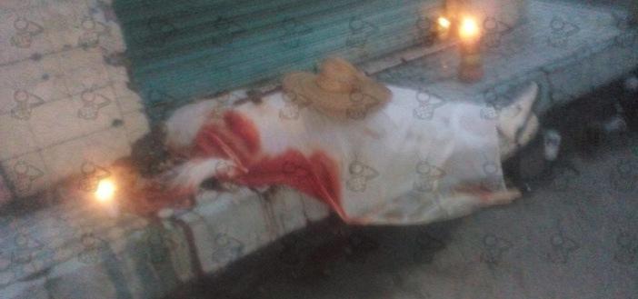 Mientras tanto el cuerpo del también líder de autodefensas ha sido trasladado a Zamora para los servicios periciales de parte de la Procuraduría de Justicia estatal, ello luego de ser asesinado en pleno Centro de Yurécuaro cuando realizaba un mitin sobre la calle Javier Mina, en cuya banqueta quedó su cadáver ensangrentado.