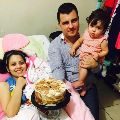 En la imagen se puede observar a la Familia, lo feliz que fue la mujer Guerrera al poder disfrutar de su familia por poco tiempo.