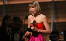 Taylor Swift ganó el premio con el mejor album del año.