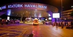 Una-ambulancia-llega-al-aeropuerto-de-Atatürk